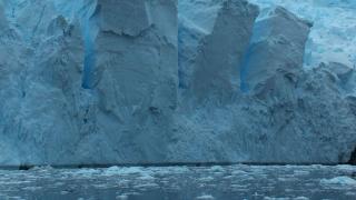Ледът на Антарктида вероятно крие слой от железни метеорити