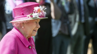 """Британската кралица хваната да нарича китайските власти """"много груби"""""""