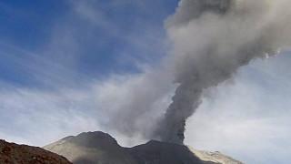 """Към българите на о. Бали - вулканът """"Агунг"""" е пред изригване"""