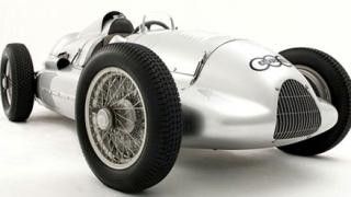 Продават любимата състезателна кола на Хитлер за 10 млн. долара