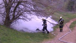 Пламна незаконно сметище край Стара Загора