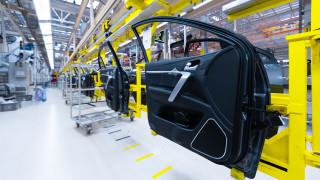 Производството в най-важната за Германия индустрия падна до ниво, невиждано от четвърт век