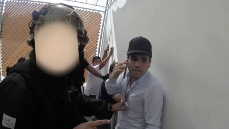 Мексикански войници молят сина на Ел Чапо да звъни на братята си да спрат атаката