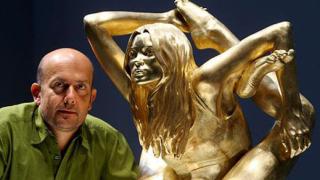 """Представиха златната статуя на Кейт Мос - """"Сирена"""" (галерия)"""