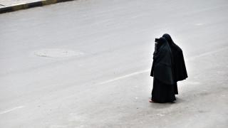 В Холандия влезе в сила обречената на провал забрана за носене на бурка