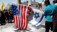 """Стотици хиляди в Иран скандират """"Смърт на Израел и Америка"""", горят знамената им"""