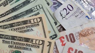 Доларът се качва спрямо еврото, спада към паунда