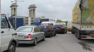 7 км опашка от ТИР-ове на Дунав мост откъм Румъния