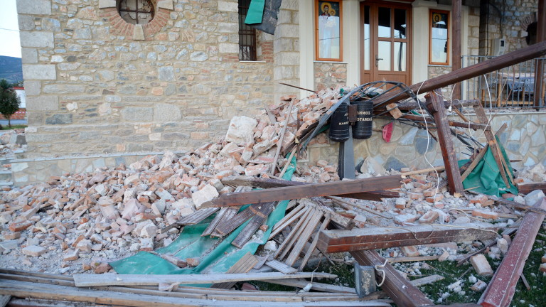Земетресенията в Гърция разрушиха 900 къщи
