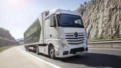 Производителят на Mercedes влага €2.6 милиарда в електрически камиони