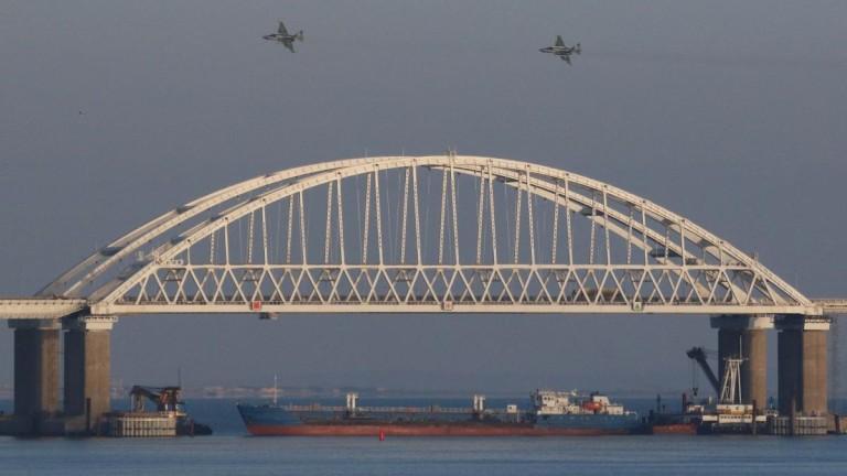 Русия задържа в ареста до април осем украински моряци