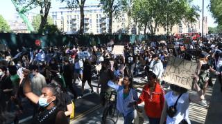 И в Лондон протести заради смъртта на Джордж Флойд, десетки арестувани