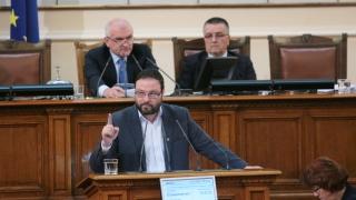 """Сидеров """"играе по нервите"""" на депутатите, не си дава имунитета"""