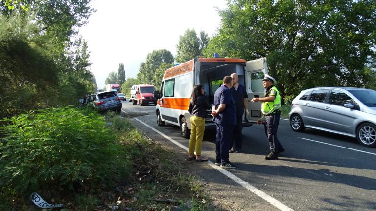 Трима души пострадаха в катастрофа между два автомобила на Околовръстното