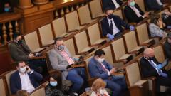 Депутатите се скараха да носят или да не носят маски
