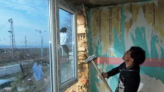 Събарят цигански къщи във Варна