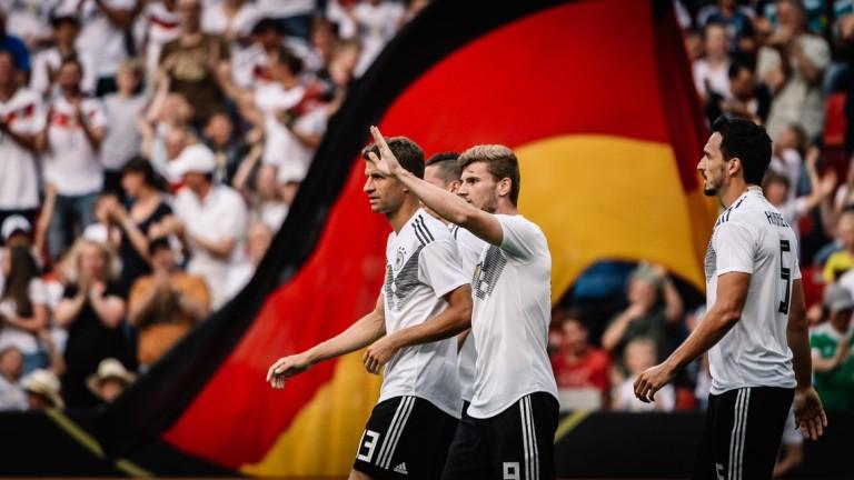 Германия с двама души по-малко срещу Южна Корея