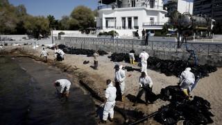 Нефтен разлив предизвика екокатастрофа край Атина