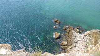 Тоновете камъни се изсипали случайно върху скалите в Черноморец според екоинспекцията
