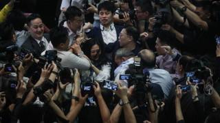 Бой между депутати в парламента на Хонконг