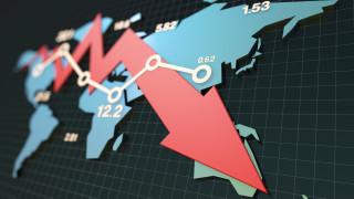 Двоен удар върху световната икономика може да я вкара в рецесия