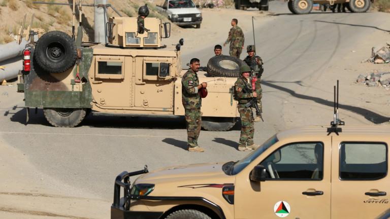 В експлозията на президентски митинг в Афганистан загинаха 24 души.