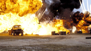 Крадец обира микробус с експлозиви, предотвратява терористична атака