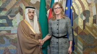 Захариева: България приветства плана на Тръмп за Близкия изток