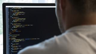 Технологични гиганти споделят кибернетични тайни с Русия