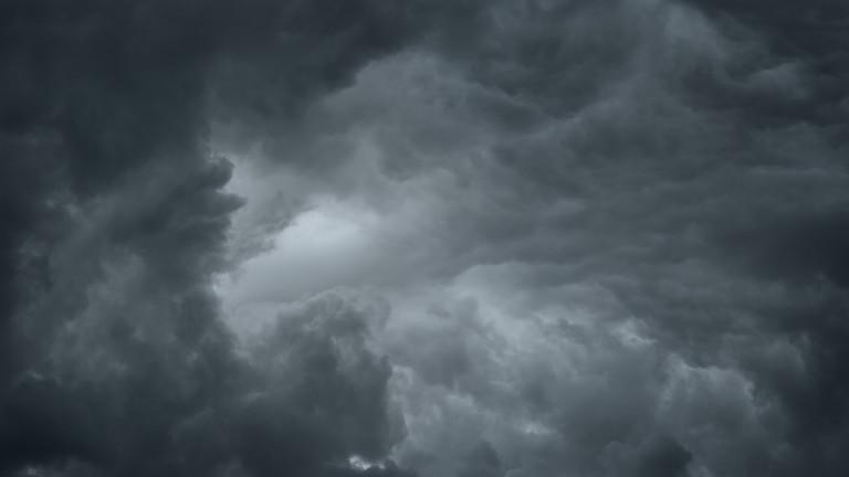 Облачно и дъждовно на места