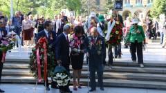 БСП и руският посланик поднасят венци и цветя за Денят на победата