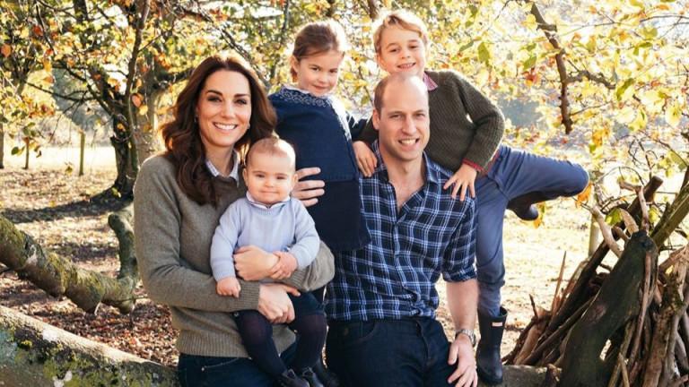 Картичка от кралското семейство