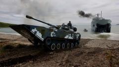 Китайците показаха най-бързия плаващ танк в света (ВИДЕО)