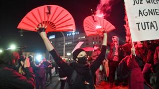 Сблъсъци и сълзотворен газ в Полша по време на поредния протест в защита на аборта