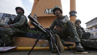 Близо 100 убити при битка за филипински град