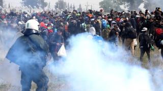 Премахнаха палатковия лагер пред бежанския център в Солун