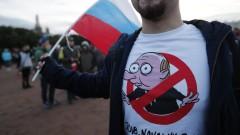 Русия протестира. Путин празнува рожден ден