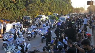Футболната легенда Марадона погребан в Буенос Айрес