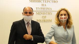 Марияна Николова умува как да привлече египетски туристи у нас