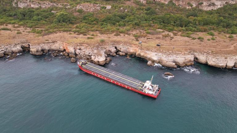 Транспортният министър нареди незабавно освобождаване на заседналия кораб край Яйлата