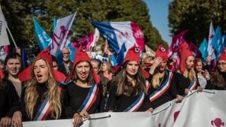 Противници на гей браковете протестираха в Париж