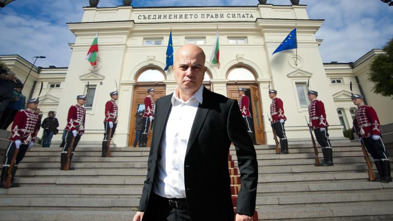 Слави Трифонов изтегля кабинета и отива на нови избори