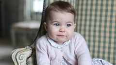 Едногодишната принцеса Шарлот има червило на нейно име