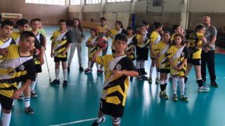 """ХК """"Ветерани"""" и кметът на Люлин зарадваха деца и успели хандбалисти на спортен празник"""