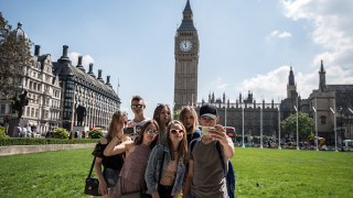 Туристи заливат Великобритания заради по-евтиния паунд