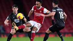 Арсенал отново загуби, Обамеянг порази собствената си врата