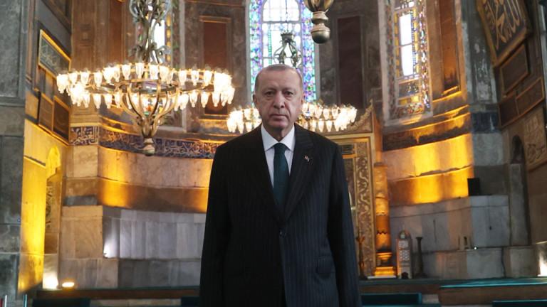 Как Ердоган запълва дупката в бюджета с глоби на социалните мрежи
