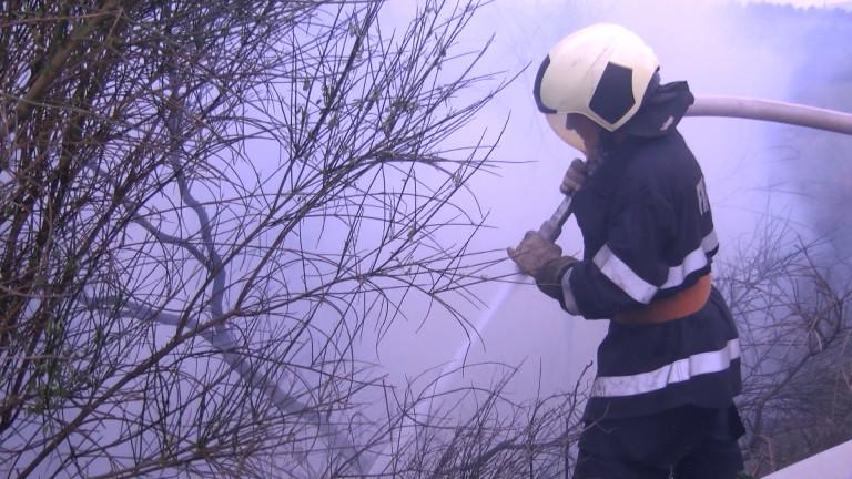 Пожар в Приморско прати жена в болница с изгаряния