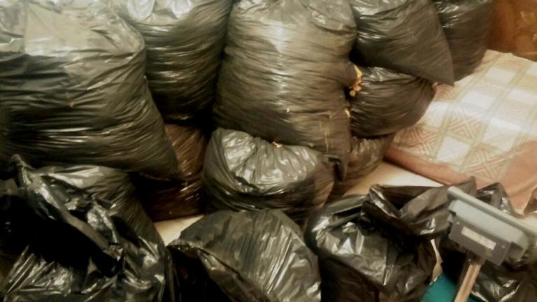 1.5 тона контрабанден тютюн в двор откриха пловдивски полицаи