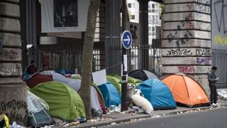 Полицейска акция предизвика сблъсъци в мигрантски лагер в Париж